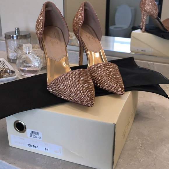 Shoes - NWT Rose Gold Heels